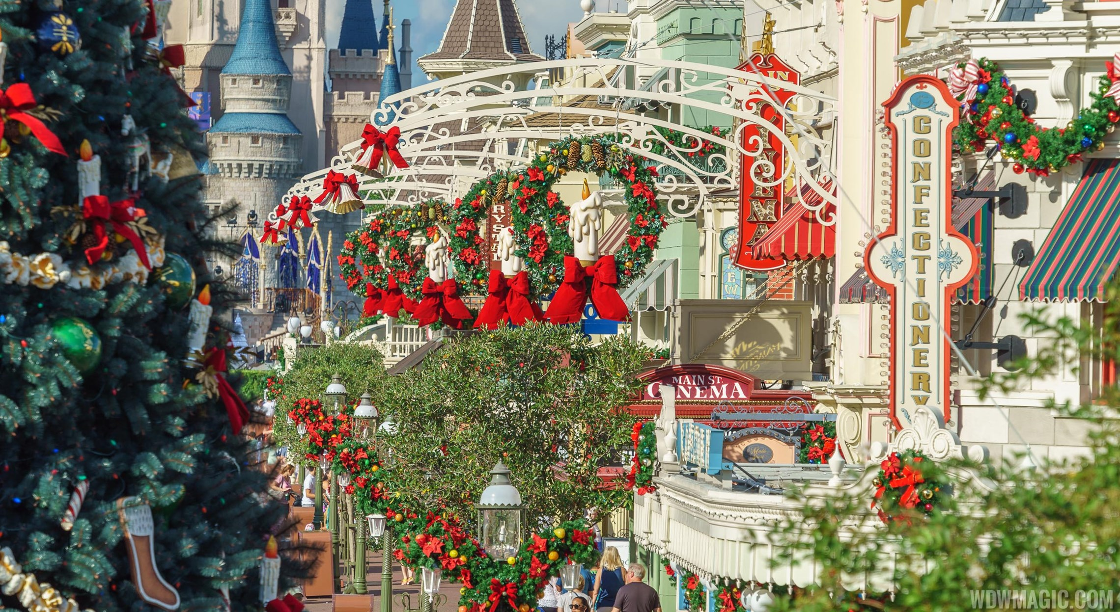 The Magic Kingdom's 2017 Christmas Holiday Decor